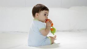 Những cách giúp bé xoa dịu cơn đau mọc răng