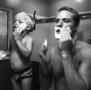 Cha là hình mẫu của con, vì vậy hãy luôn nói và hành động như người cha tốt