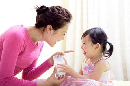 Những lưu  ý khi chọn sữa tươi cho bé