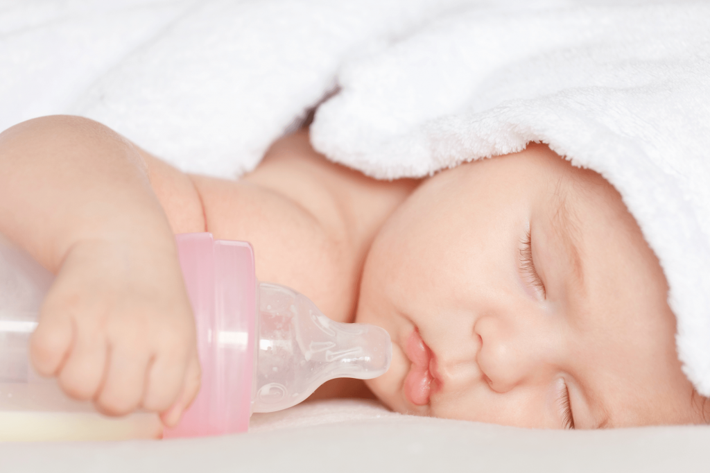 Chọn bình sữa và núm cho trẻ sơ sinh như thế nào