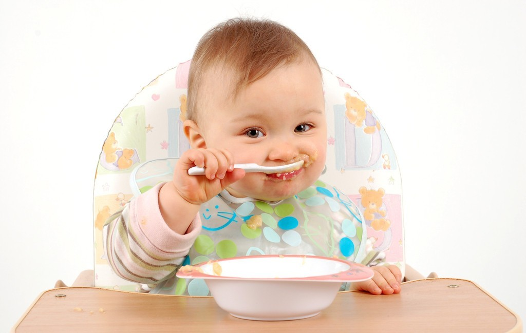 Dấu hiệu mẹ có thể cai sữa cho con