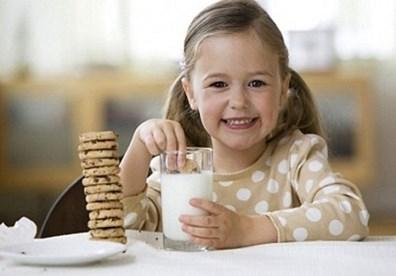 Những hiểu lầm tai hại về sữa cho trẻ nhỏ
