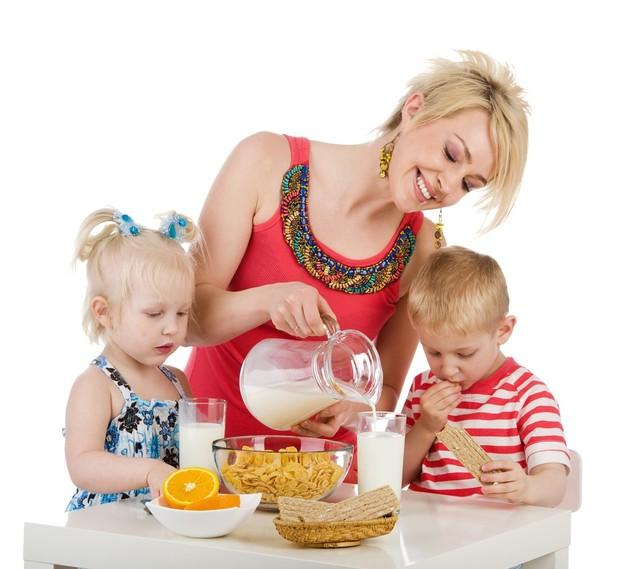 Sữa giúp bữa phụ của bé ngon lành hơn