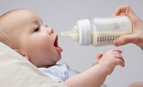 Sữa bột nguyên kem: có nên cho trẻ uống?