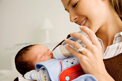 Vì sao bé bú đêm tốt cho cả mẹ và con