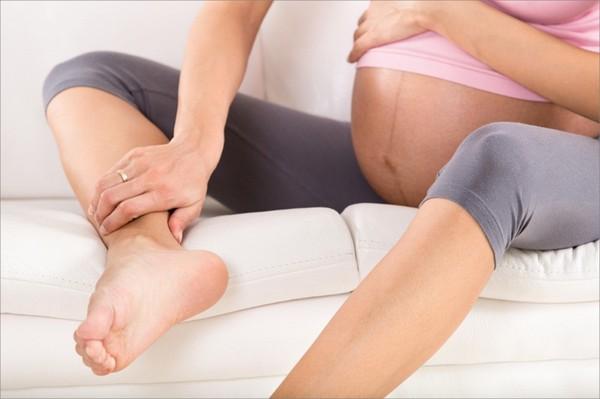 Phương pháp hiệu quả giúp mẹ bầu giảm sưng phù