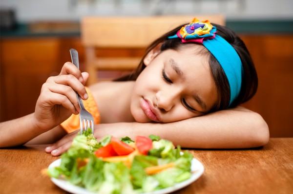 Trị trẻ biếng ăn do quá hiếu động