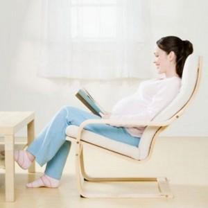 Ngồi thẳng lưng để không tạo áp lực lên cột sống