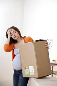 Tránh vận động nặng, bê đồ vật nặng khi mang bầu
