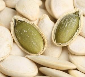 Trẻ hay bị hóc, sặc khi ăn hạt khô